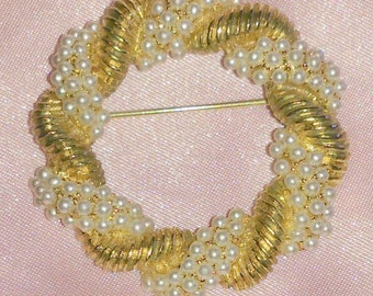 Vintage Faux Pearl Gold Tone Circle Brooch