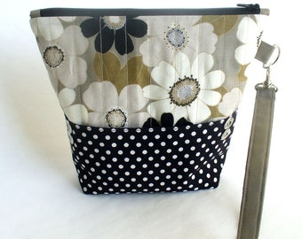 Quilted wristlet black and taupe modern floral cotton with zipper closure - Christmas Gift