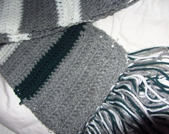 NEW MARKDOWN - Grey, Hunter, and White Wide Mens Scarf