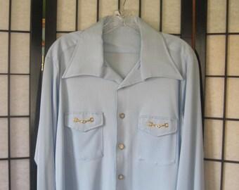 Mod Vintage Shirt 1960s 1970s Casual Buttondown Light Blue Goldtone Metal Clasps Unisex Buttonup 42 42.5 Medium