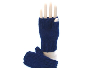 Navy fingerless mittens to fit age 2 - 4 years.