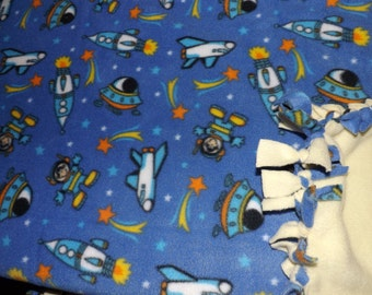 Fleece blanket space ships and space men  fleece, the other side all  light yellow,
