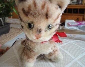Vintage Steiff Kitty button in right ear and glass greenish eyes not sure of exact age