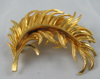 Signed BSK Vintage Feather Brooch Gold tone metal textured dimensional design