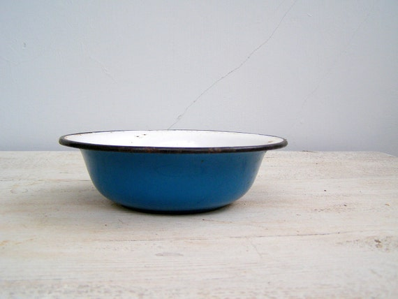 Enamel Blue Bowl, Vintage rustic blue Bowl, Rustic farmhouse kitcheware, Metal soup bowl, retro Kitche, French Counrty, cottage chic