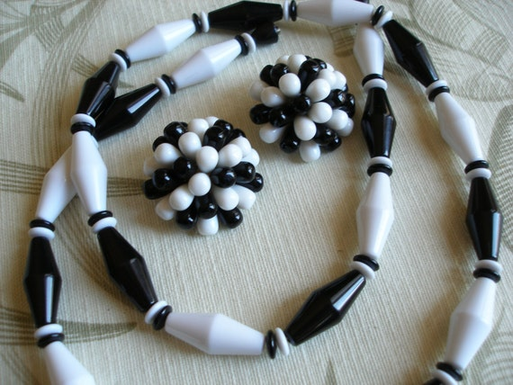 Vintage Black n White Necklace & Earrings, Geometric Beads, Classic Retro Womens Jewelry