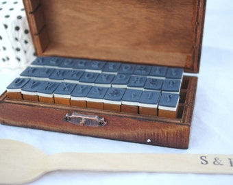 alpHaBeT STaMP SeT---Uppercase---in wooden box --30 piece
