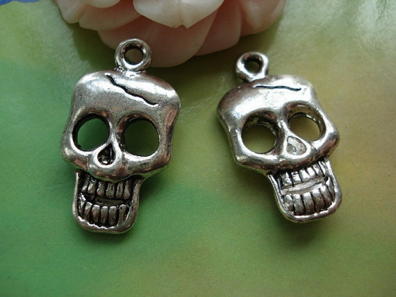 10 pcs 25x15mm Antique Silver Vintage Skulls Skeletons and Crossbones Double Sided Charms Pendants fb91781