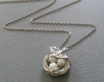 White Pearl's Bird's Nest Necklace in Silver.