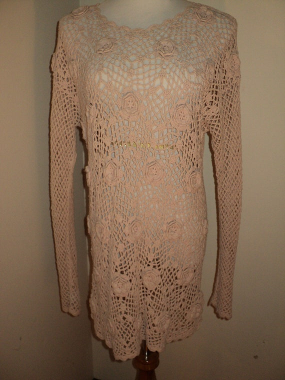 Vintage Pink Crochet Knit Beach Coverup with wonderful rosette flowers in this delightfully designed silk textile in Very Good Condition