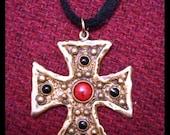 Vintage Cool Hip Stylish MALTESE CROSS Antique Gold Look Enamel Pendant Necklace