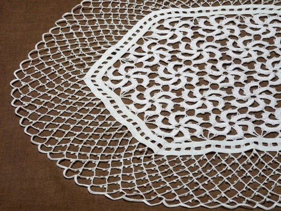 "White crochet tablecloth - 30"""