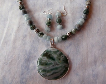 18 Inch Blue and Green Agate Pendant Necklace with Earrings