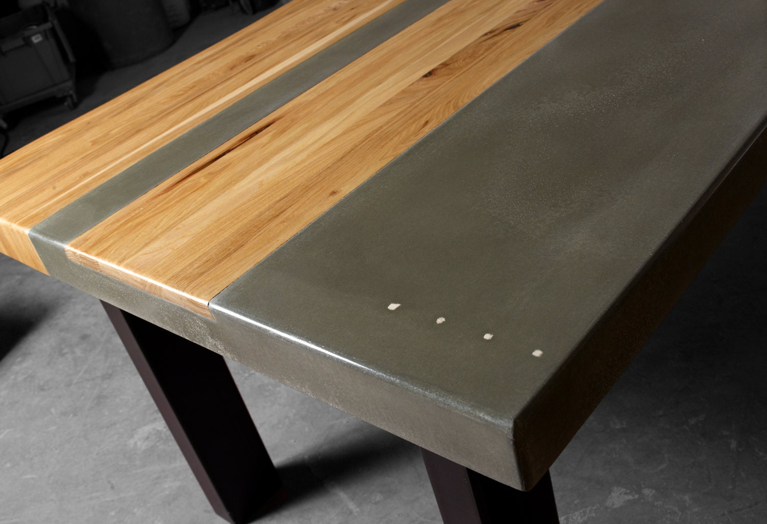 Concrete wood steel dining kitchen table for Table extensible metal bois