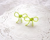Wire Neon Ribbon Bow Stud Post - Neon Yellow