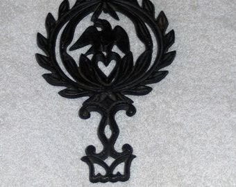 Vintage Black Cast Iron 3 Footed Bird Trivet Wall Hanging Decorated With American Eagle and Heart