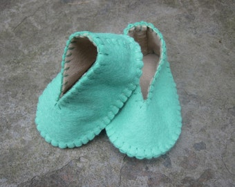 Baby Booties - Mint Green & Beige Felt, Baby Shoes 0 to 3 months