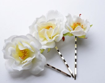 White Flower Bobby Pins, White Roses Clips, Wedding Accessories, Boho hair blooms, Hair accessories, Bridal Hair