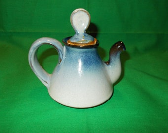 One (1), Peter Pots, Pottery, 1 Cup Tea Pot