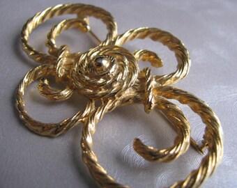 Vintage Goldtone Flower Brooch - Vintage Flower Pin - Unique Brooch
