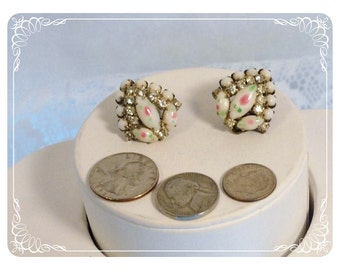 Milk Glass & Rhinestones with little pink flowers Clip on Earrings   E2243a-080712000