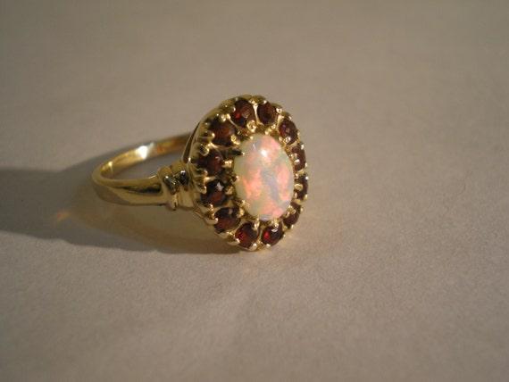 Vintage 10kt Yellow Gold Crystal Opal Garnet Ring Size 7 75