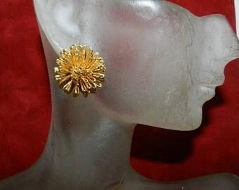 Fabulous Retro Gold Tone Earrings - Estate pierced earring Vintage Pair