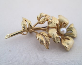 Vintage Brooch Gold Rose Pearl Center