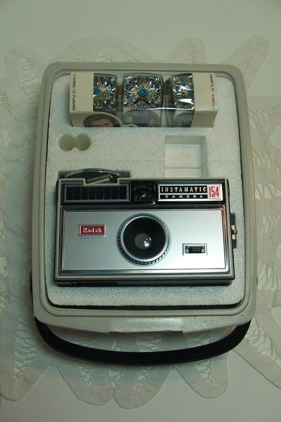 Kodak Instamatic 154 Vintage Camera Flashcubes Retro