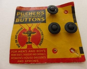 Antique Pilcher's Detachable Buttons 3 on Original Card