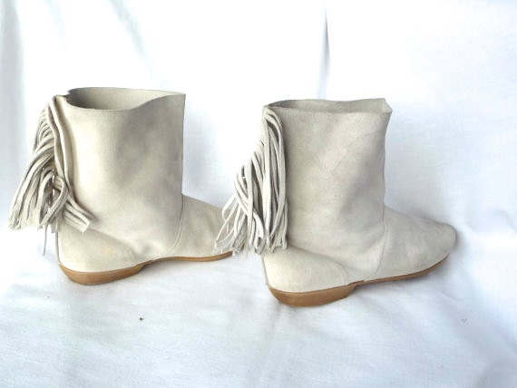 Sz 7: Moccasin Boots in WInter White Suede Fringe