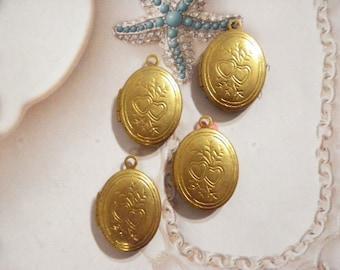 4 Vintage Brass 20mm Oval Lockets