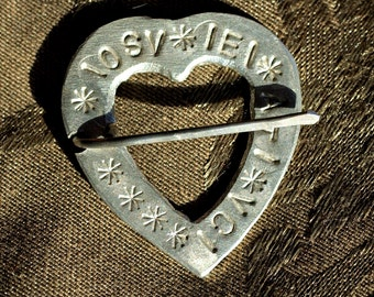 """Pewter Heart Brooch with """"Here I am Yours"""" in 14th c French"""