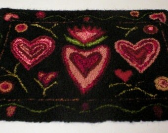PrimiTive Folkart Punched Penny Hearts Hooked Rug  Beaconhillcollect  We Ship Internationally