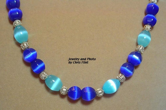 "STUNNING 24"" of Royal Blue and Light Blue Cats Eye bead necklace - N089"