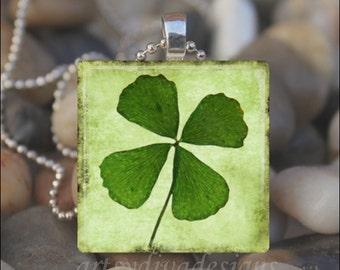 FOUR LEAF CLOVER St. Patrick's Day Irish Lucky 4 Leaf Clover Shamrock Glass Tile Pendant Necklace Keyring