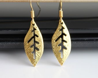 Gold leaf earrings, small leaves in gold, organic jewelry, nature collection, simple everyday jewelry.
