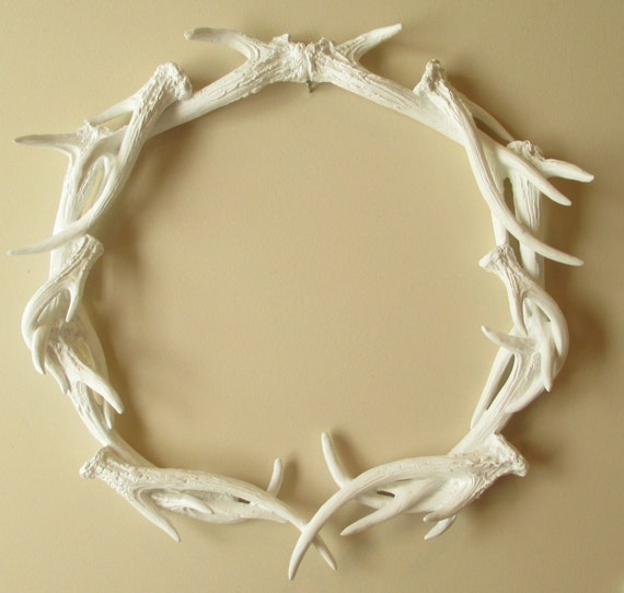 Wreath antler wreath woodland decor deer antlers by for Antler decorations for home