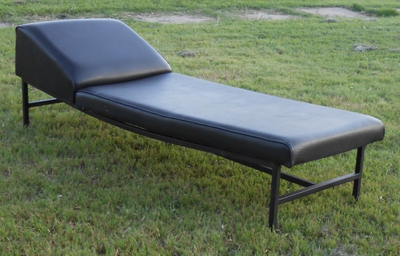 Vintage metal frame chaise lounge by kissmyattvintage on etsy for Aluminum frame chaise lounge
