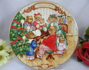 1989 Avon Christmas Plate - Together for Christmas - Teddy Bear Collector Plate in original box