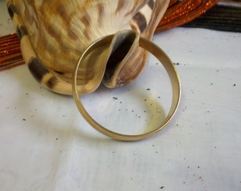 Beautiful Vintage and classy Monet signed bracelet in brushed gold tone metal