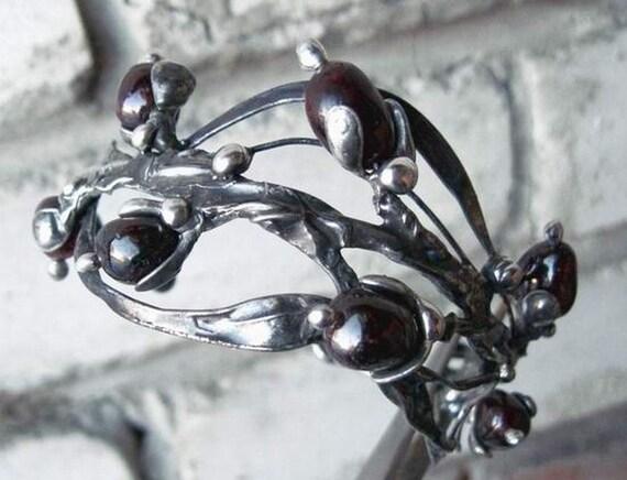 Handmade adjustable tinned copper bracelet with  garnet
