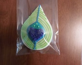 Peacock feather decorated sugar cookie