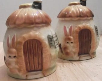 Bunny Salt & Pepper Shakers Made in China T25