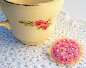 Felt Hundreds and Thousands Biscuit Brooch