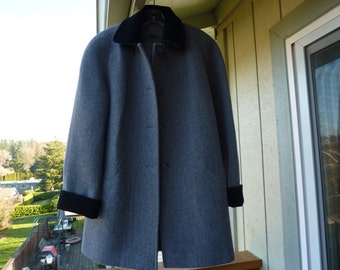 CHARCOAL GREY/////Vintage 70s Wool Coat with Black Collar