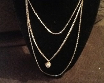 This is a beautiful 3 rows chain with locket gold tone vintage