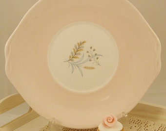 Gorgeous Vintage Queen Anne Cake Plate in pink glade design. 1950s. CP014