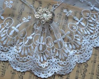 """4.7"""" Transparent Vintage white lace Trim of Cross-Shape H004"""