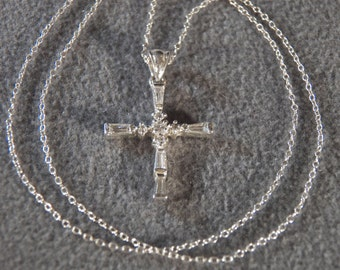 Vintage  Sterling Silver Multi Round Square White Topaz Domed Cross Pendant Charm Necklace Chain